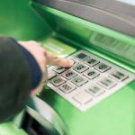 Как снять деньги в банкомате?