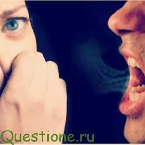 Почему появляются неприятный запах изо рта, брызги слюны и громкий голос и как с этим справляться?