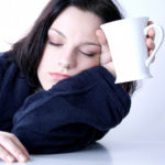 Почему часто хочется спать девушке днем?