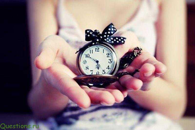 Почему нельзя дарить часы любимому человеку девушке?