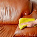 Как почистить мягкую мебель содой?